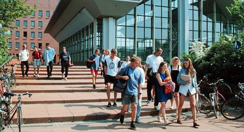 Students at the Sportzentrum of Kiel University