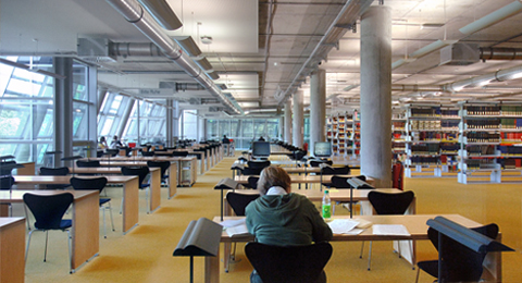 The picture shows a student learning at the library of Kiel University. Photo & Copyright: Jürgen Haacks / Uni Kiel